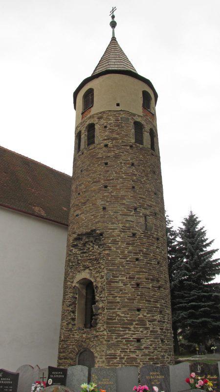 Románská věž kostela Jakuba Většího v Jemnici