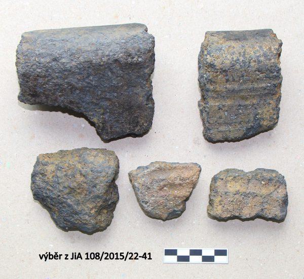 Soubor zlomků keramiky datovatelných do 12. století
